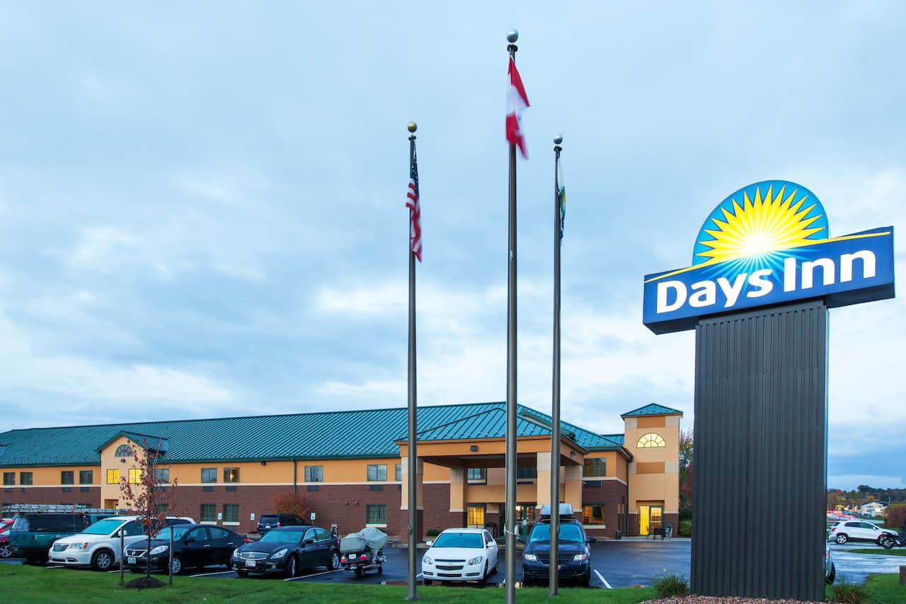 Days Inn Brewerton/ Syracuse near Oneida Lake in Canastota, New York