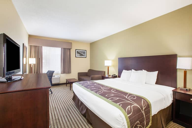 Guest Room At The Days Inn Brewerton Syracuse Near Oneida Lake In New