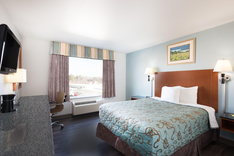 Guest room at the Days Inn Evans Mills/Fort Drum in Evans Mills, New York