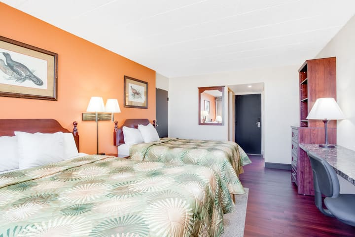 Guest room at the Days Inn Fredonia/Dunkirk in Fredonia, New York