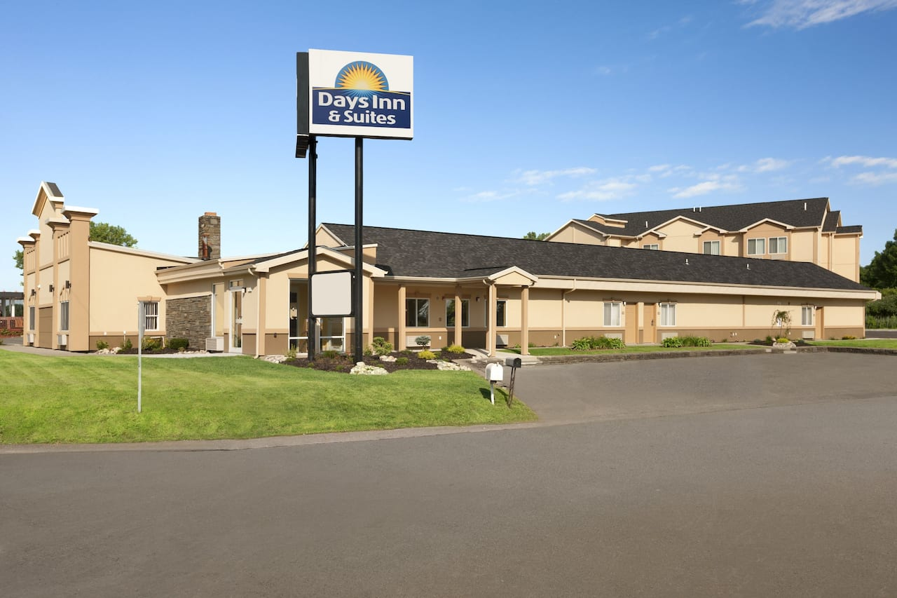 Days Inn & Suites Glenmont/Albany in Troy, New York