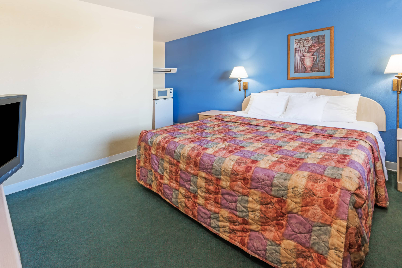 Guest room at the Days Inn Henrietta/Rochester Area in Henrietta, New York