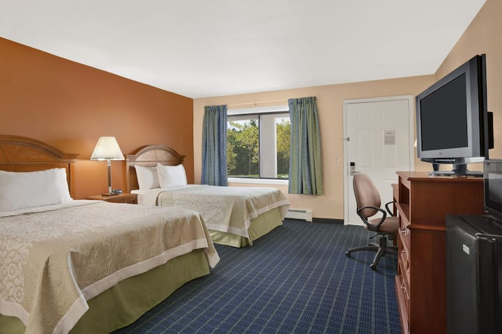 Guest room at the Days Inn Middletown in New Hampton, New York