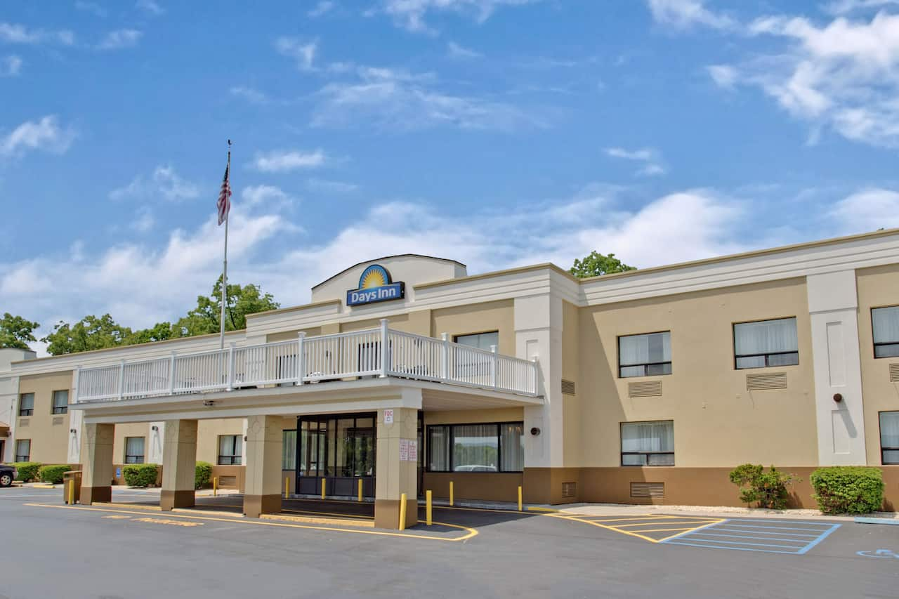 Days Inn Newburgh West Point/Stewart Intl Airport in  Middletown,  New York