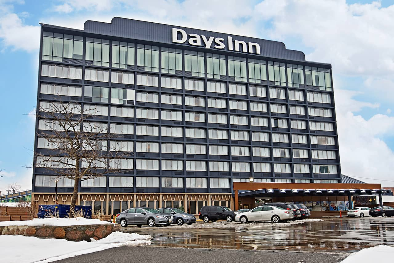 Days Inn Niagara at the Falls in Williamsville, New York