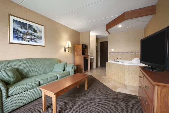 Days Inn & Suites Plattsburgh suite in Plattsburgh, New York