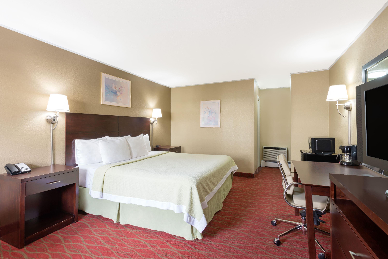Guest room at the Days Inn Poughkeepsie in Poughkeepsie, New York