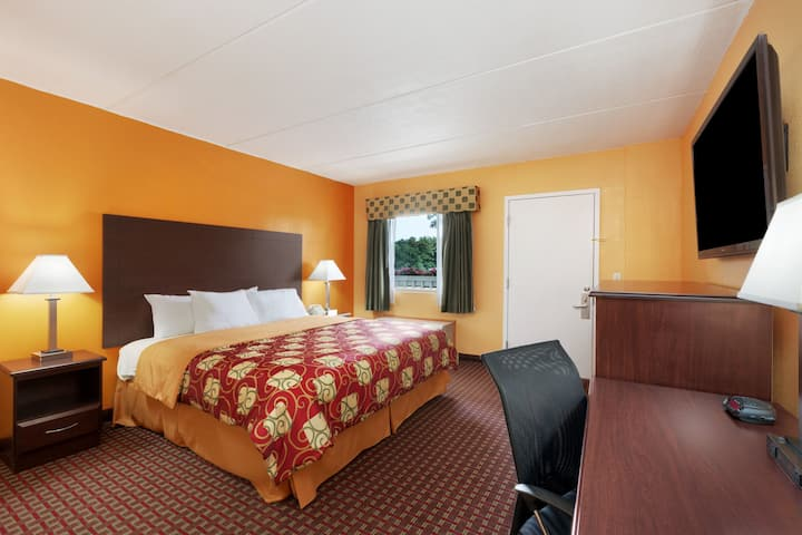 Guest room at the Days Inn Queensbury/Lake George in Queensbury, New York