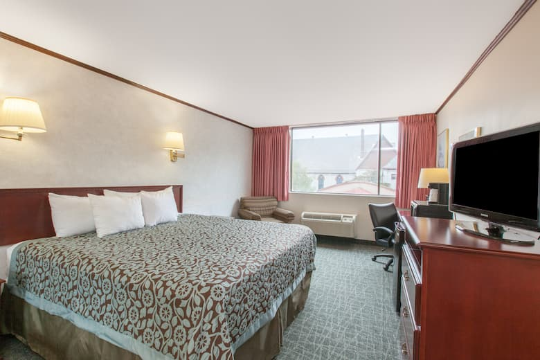 Guest Room At The Days Inn Schenectady In New York