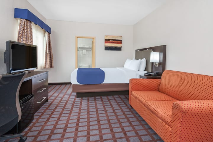 Guest room at the Days Inn Woodbury Long Island in Woodbury, New York