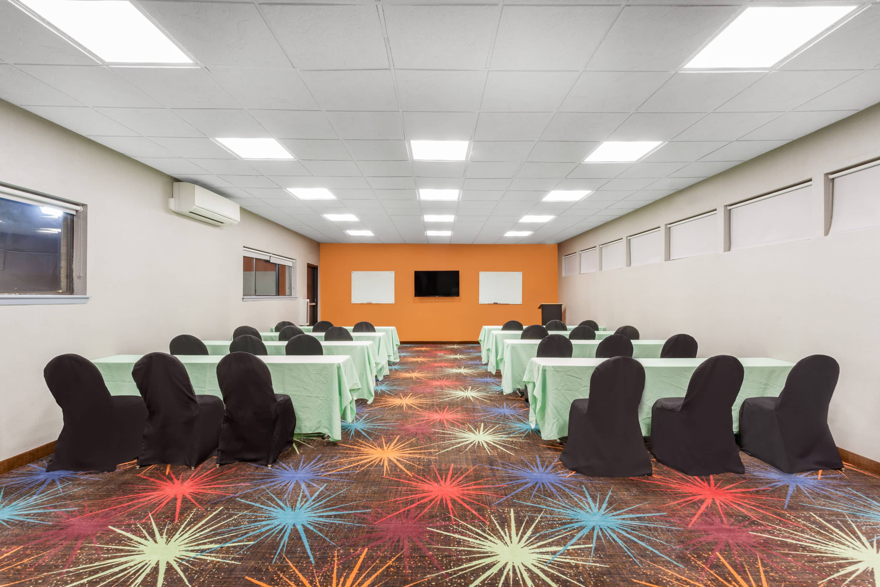 Meeting Room At Days Inn Woodbury Long Island In New York With Hotels Near Syosset Ny