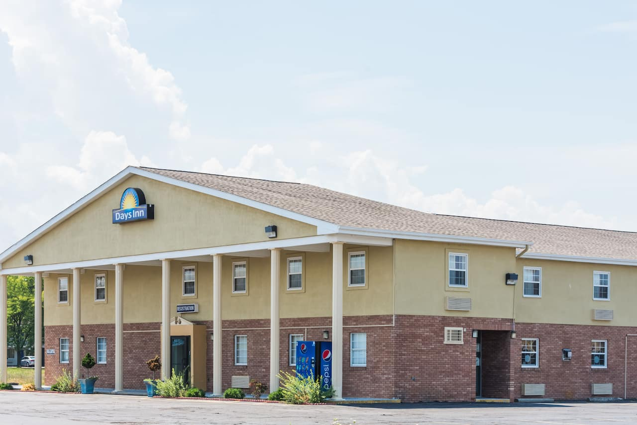 Days Inn Amherst in Milan, Ohio