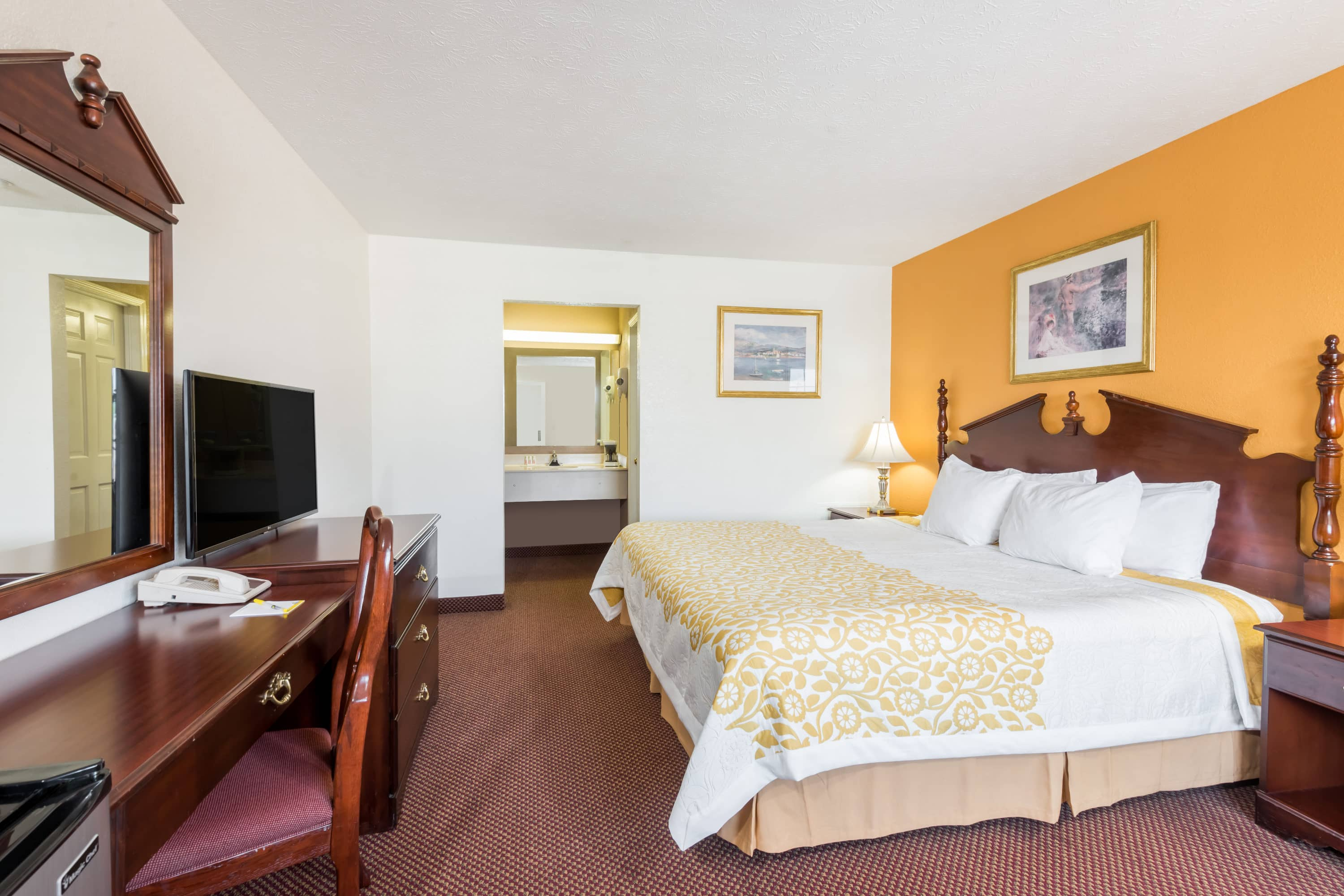 Guest room at the Days Inn Amherst in Amherst, Ohio