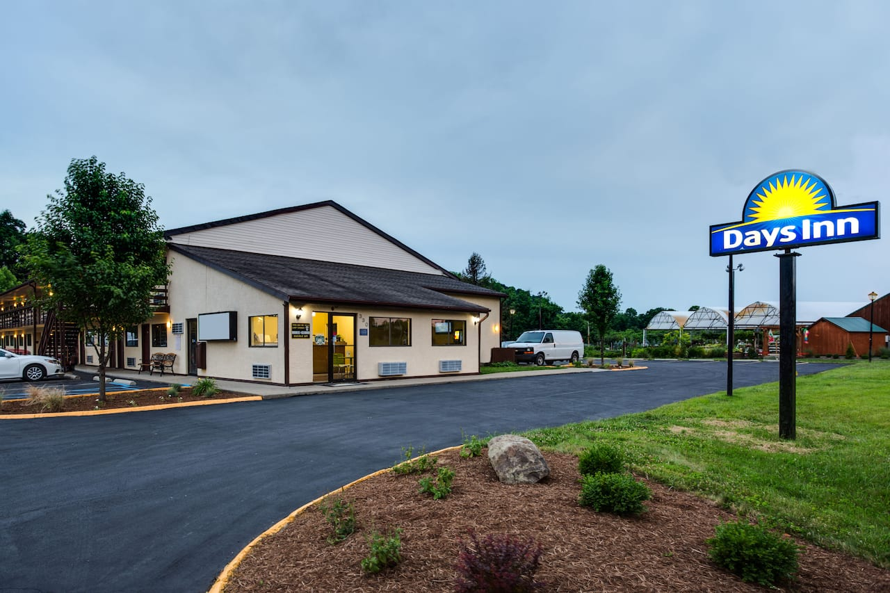 Days Inn Athens in Logan, Ohio