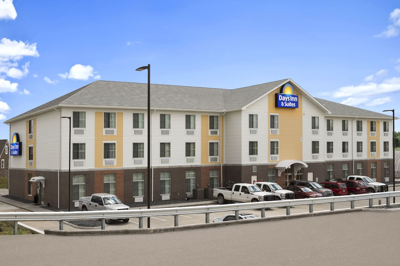 Days Inn & Suites Belmont in  Saint Clairsville,  Ohio