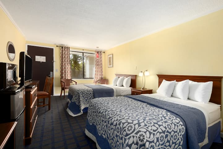 Guest room at the Days Inn Bowling Green in Bowling Green, Ohio