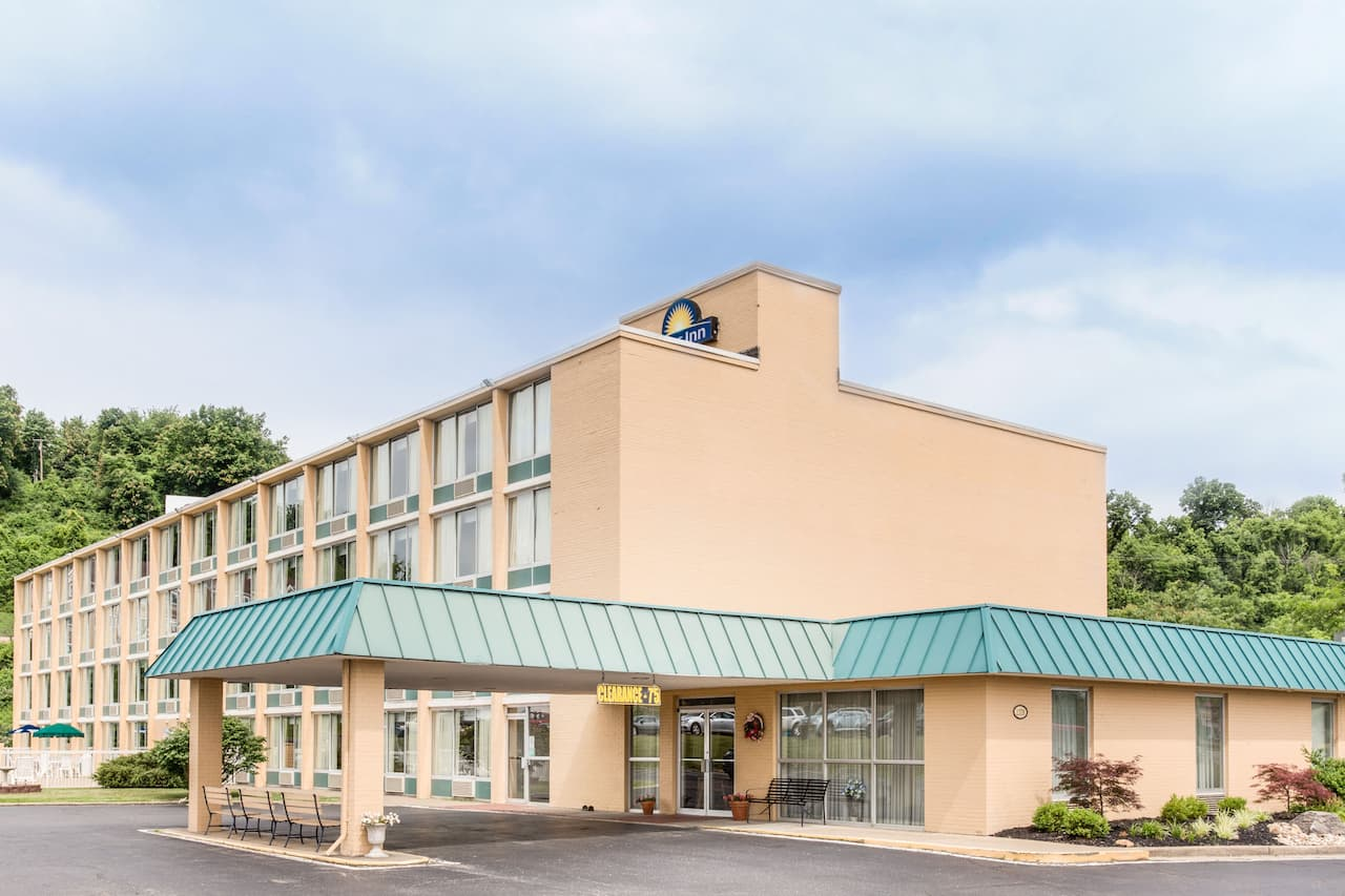 Days Inn Cambridge in Zanesville, Ohio