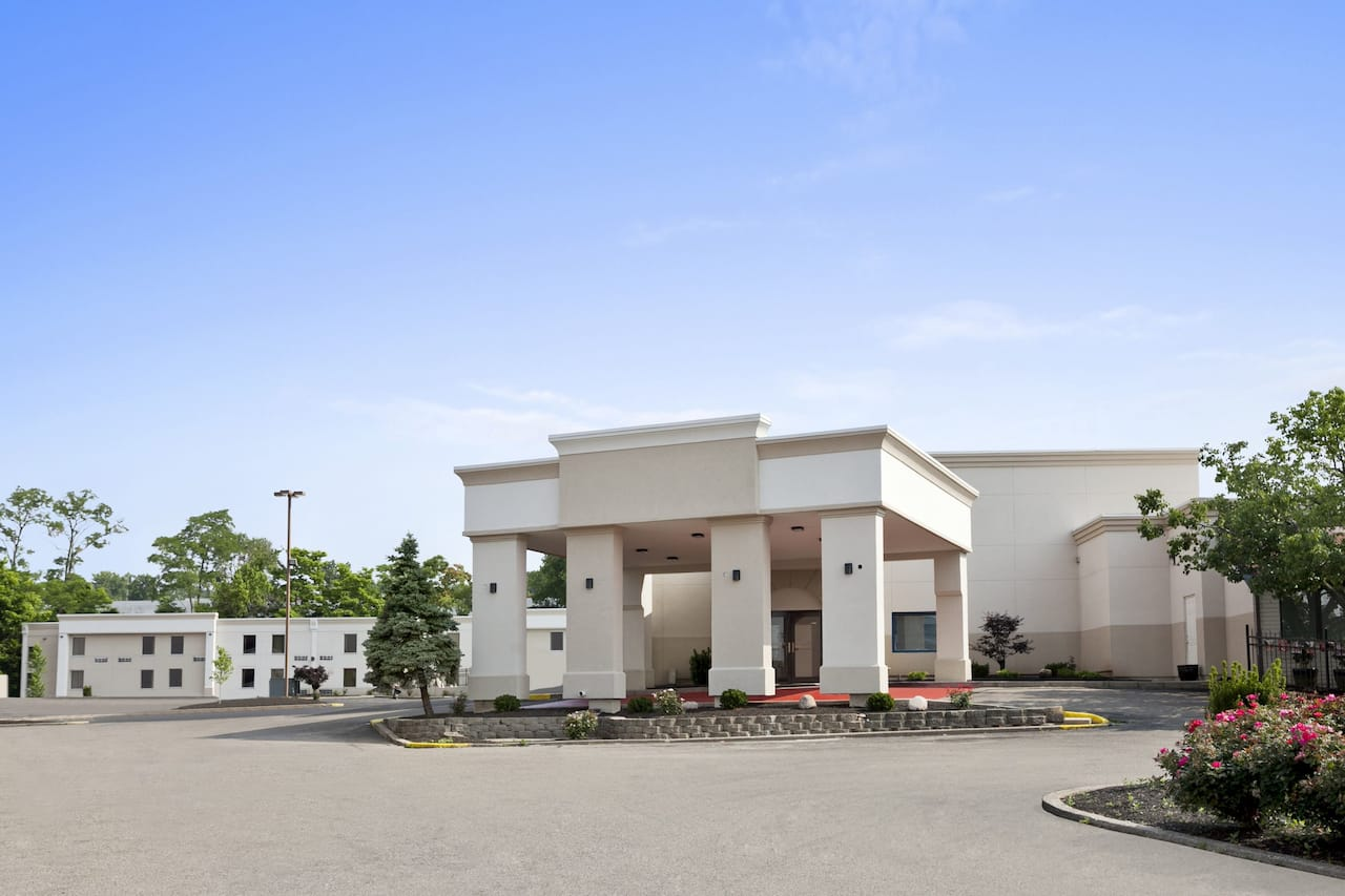 Days Inn & Suites Cincinnati in Batavia, Ohio
