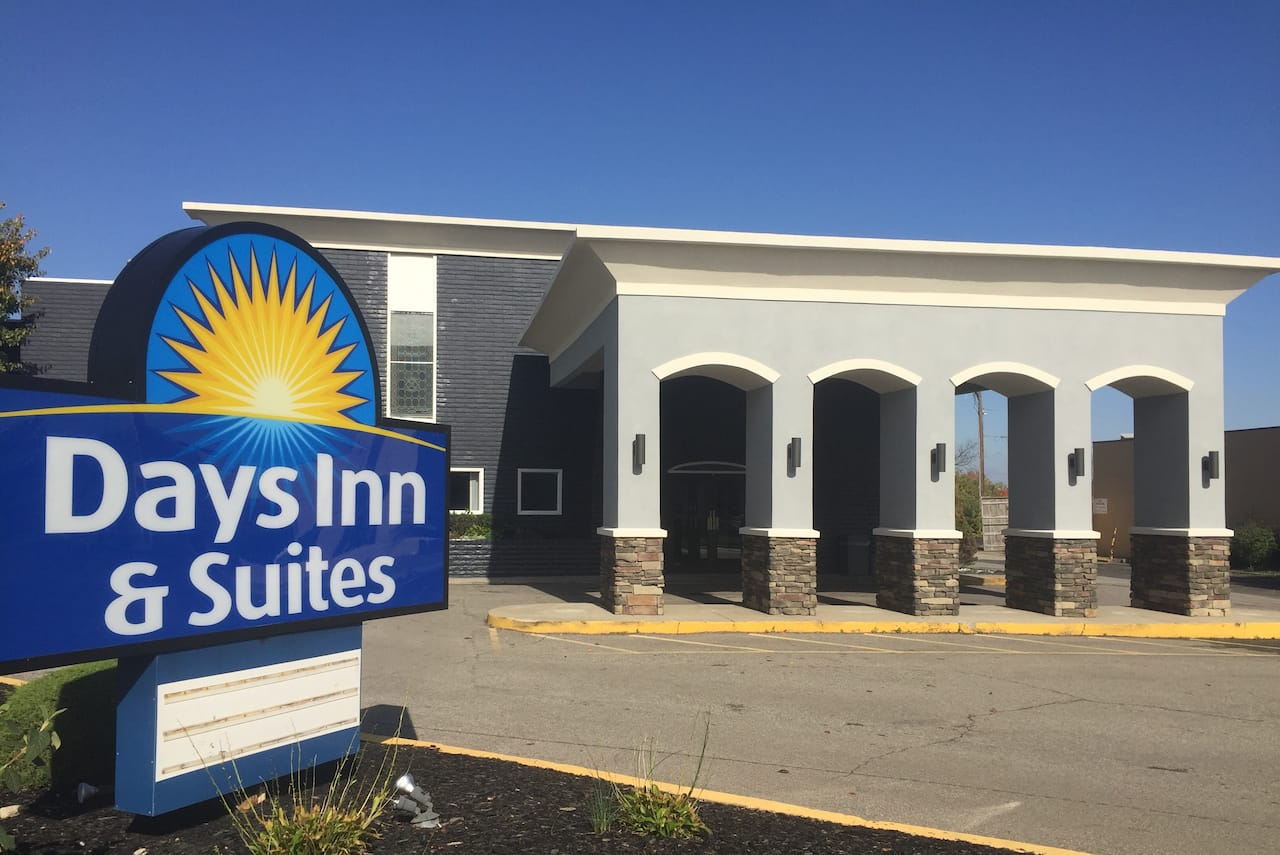 Days Inn & Suites Cincinnati North in North Bend, Ohio