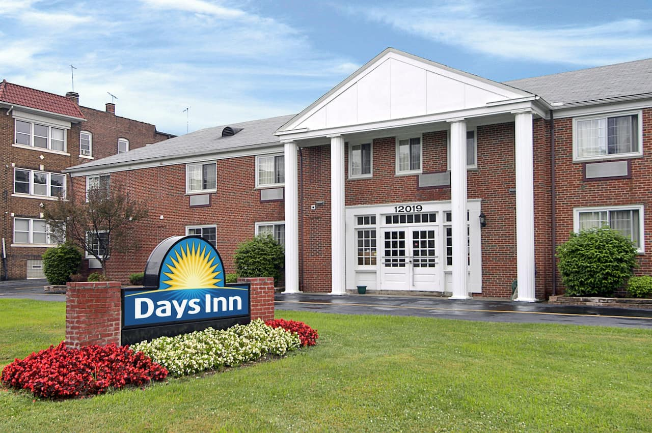 Days Inn Cleveland Lakewood in Independence, Ohio
