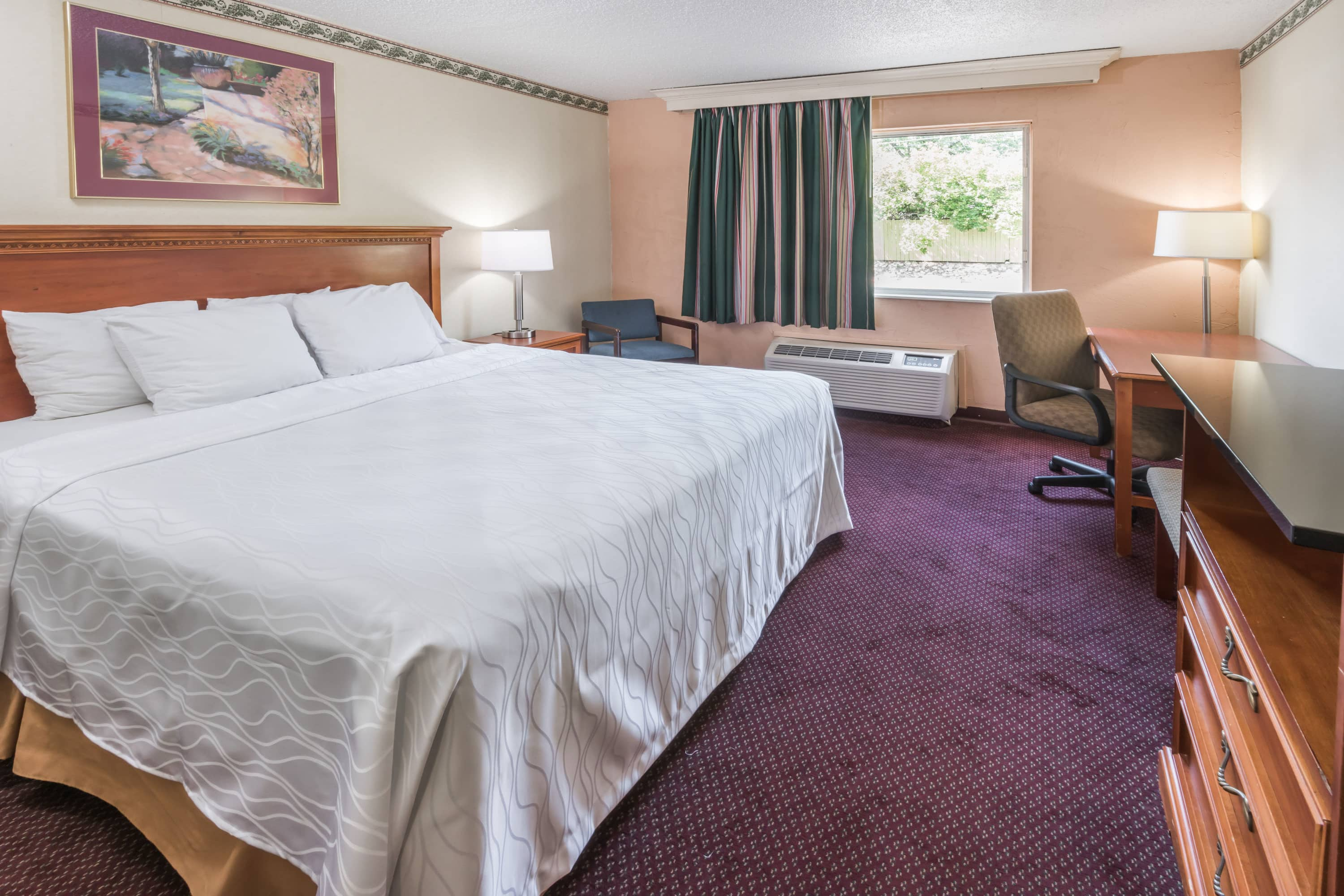 Guest room at the Days Inn Columbus North in Columbus, Ohio