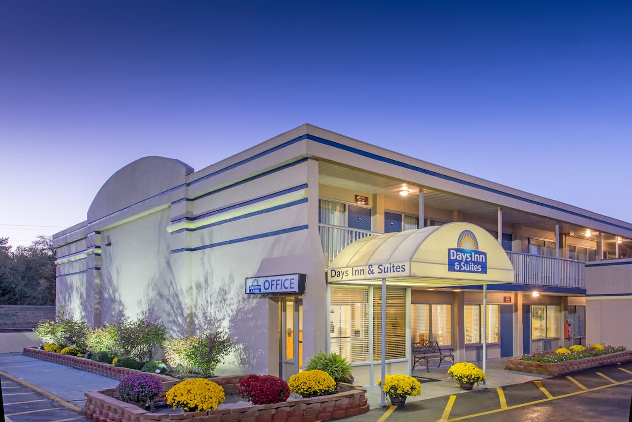 Days Inn & Suites Dayton North in  Springfield,  Ohio