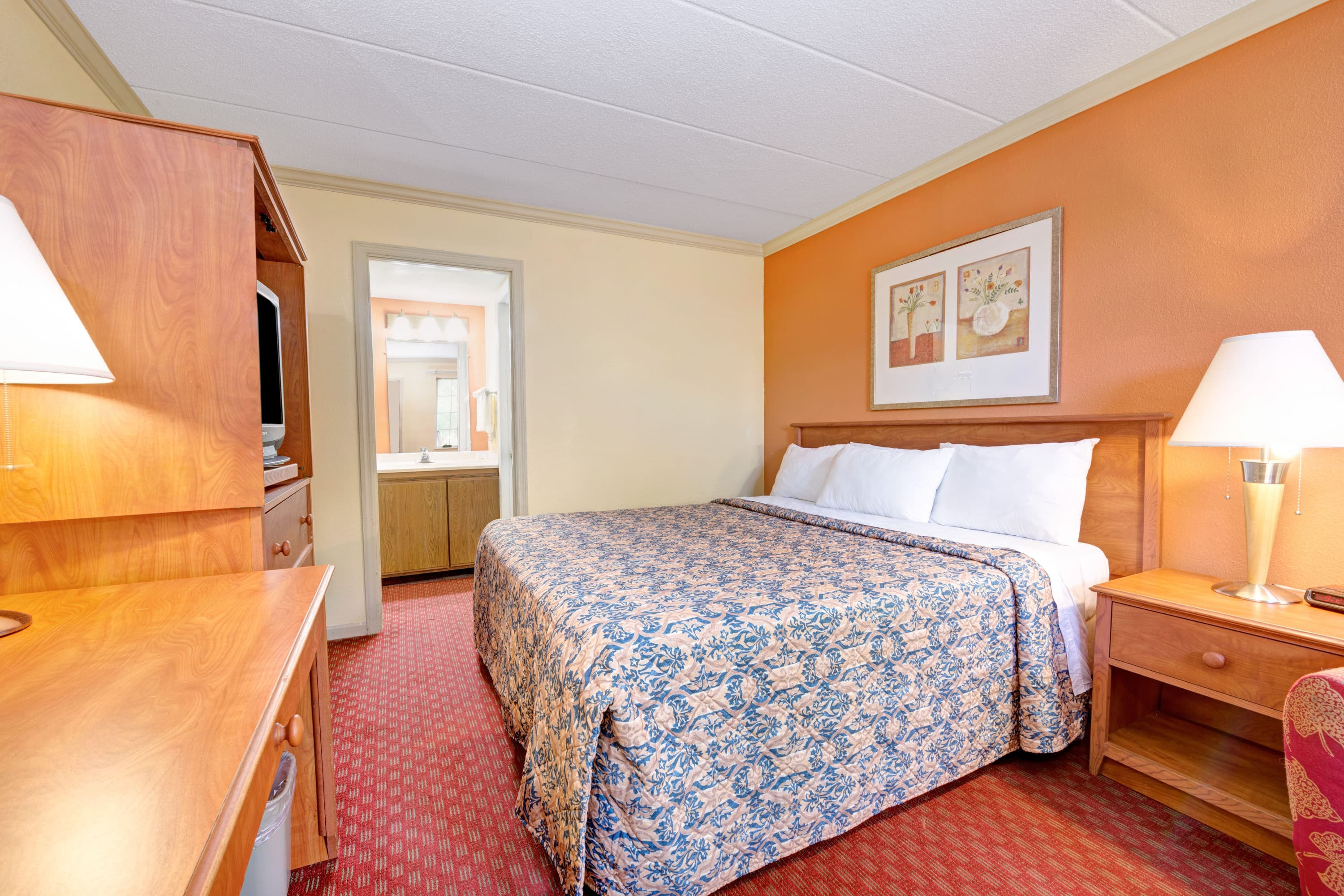 Guest room at the Days Inn Dayton South in Dayton, Ohio