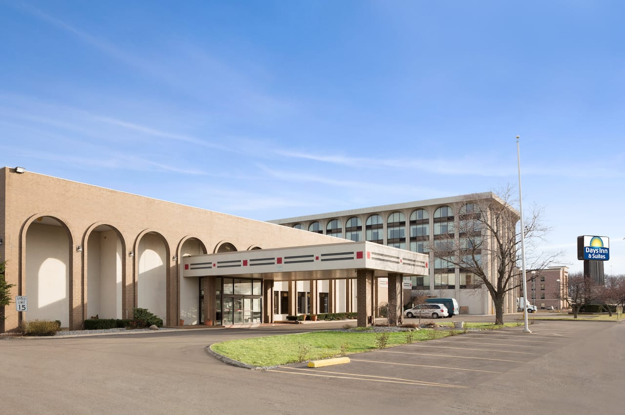 Days Inn & Suites Elyria in Amherst, Ohio