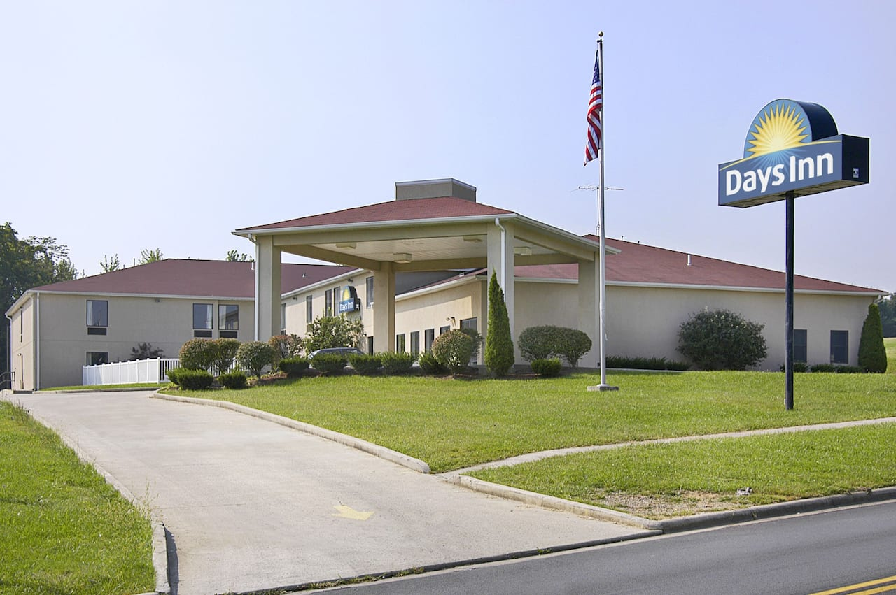 Days Inn Hillsboro in  Hillsboro,  Ohio