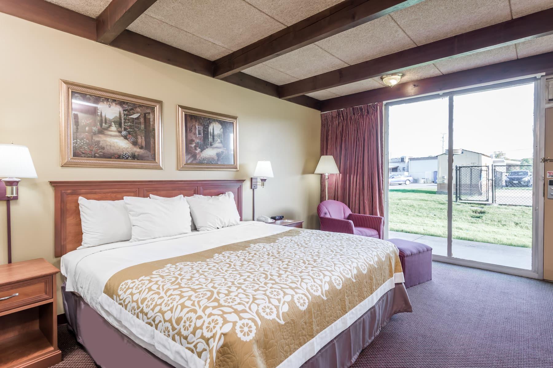Days Inn By Wyndham Niles Niles Oh Hotels