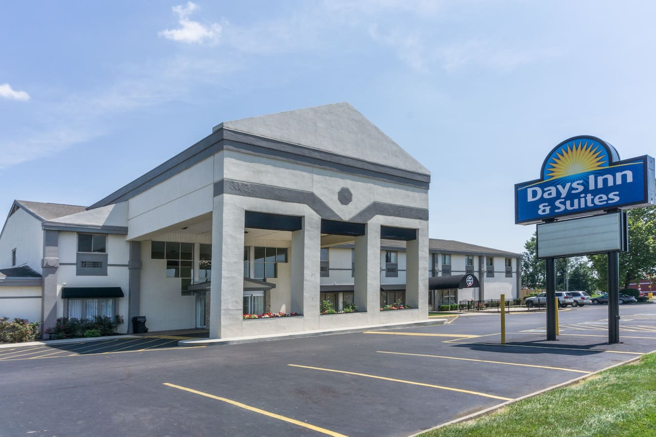 Days Inn & Suites Columbus East Airport in Lancaster, Ohio