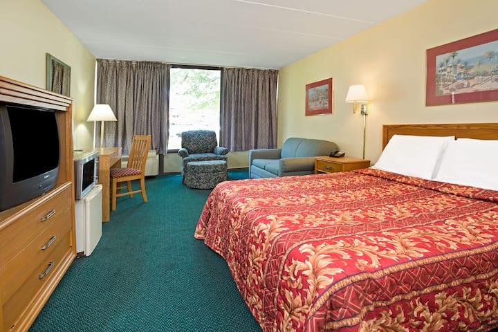 Guest room at the Days Inn Sharonville in Sharonville, Ohio