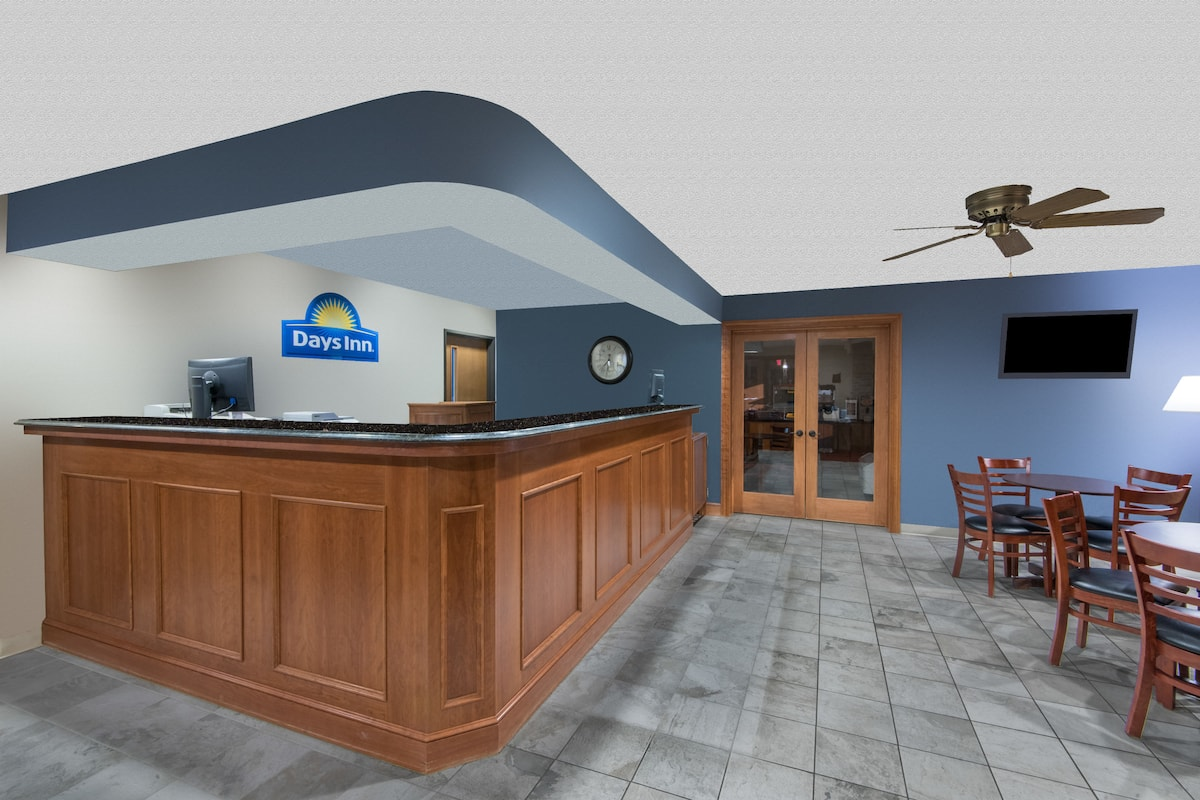 Days Inn Wooster Hotel Lobby In Ohio