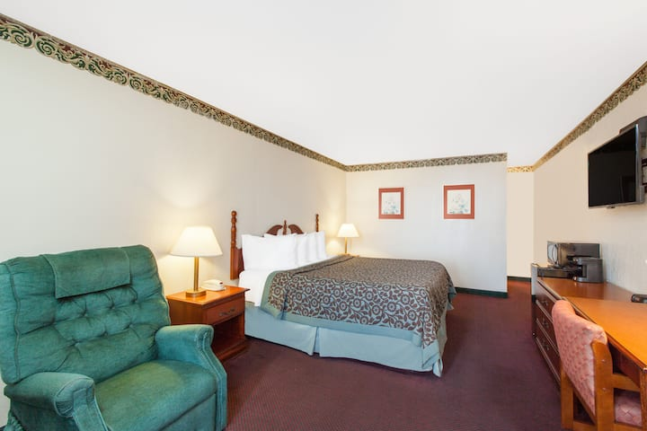 Guest room at the Days Inn Erick in Erick, Oklahoma