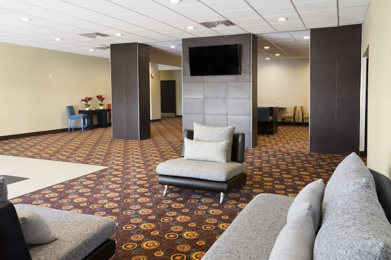 Days Inn By Wyndham Henryetta Hotel Lobby In Oklahoma