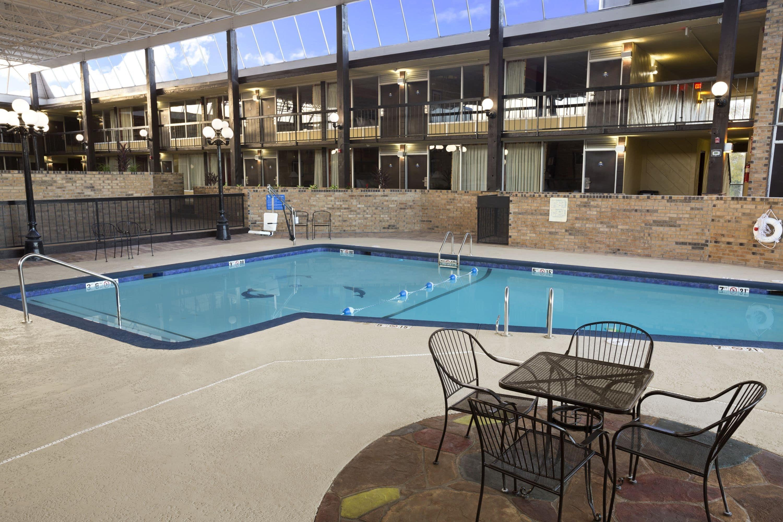 null & Days Inn by Wyndham Henryetta | Henryetta Oklahoma 74437-4414 Hotel