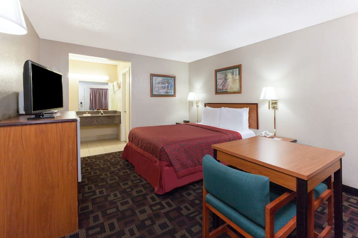 Guest room at the Days Inn Oklahoma City West in Oklahoma City, Oklahoma