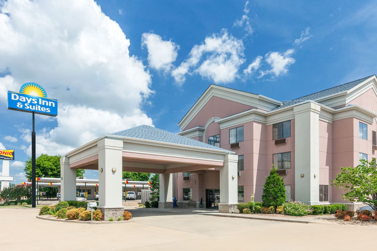 Days Inn & Suites Poteau in Fort Smith, Arkansas