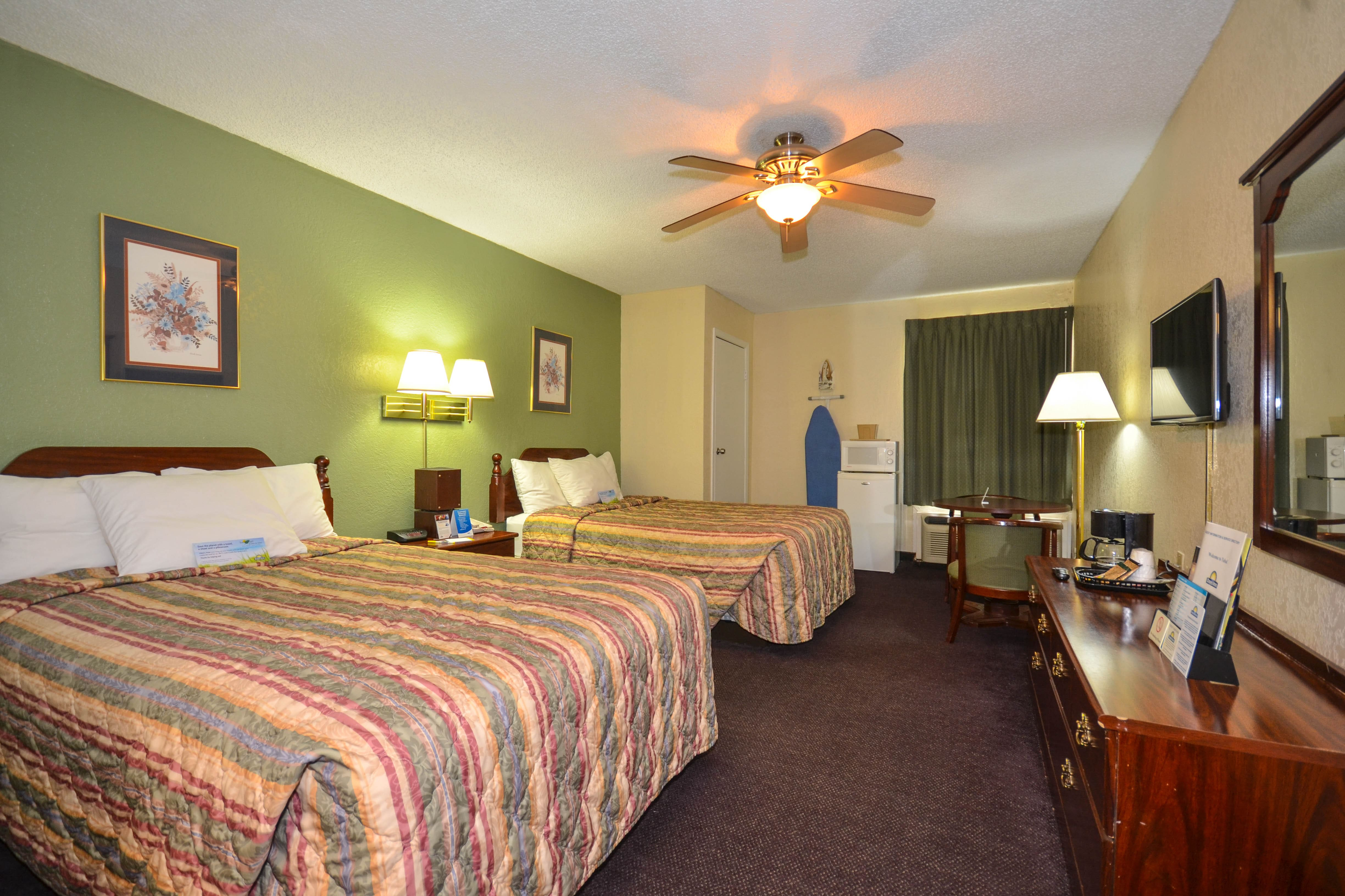 Guest room at the Days Inn Southern Hills/ORU in Tulsa, Oklahoma