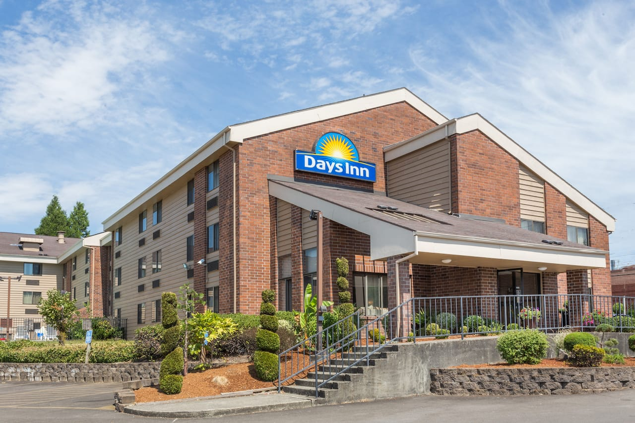 Days Inn Clackamas Portland in Troutdale, Oregon