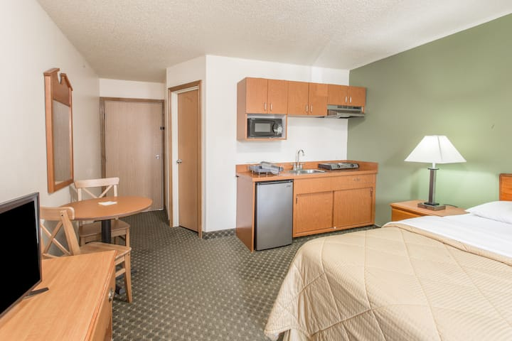 Guest room at the Days Inn Clackamas Portland in Clackamas, Oregon