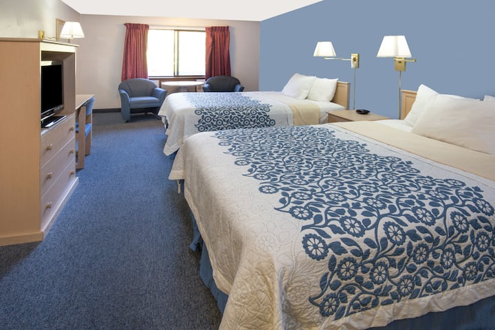 Guest room at the Days Inn Corvallis in Corvallis, Oregon