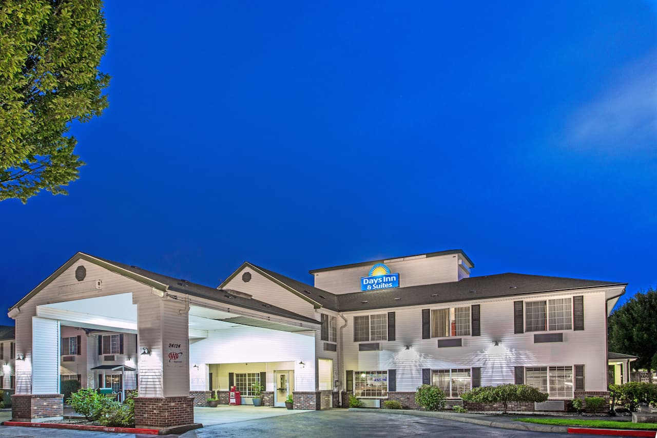 Days Inn & Suites Gresham in Troutdale, Oregon