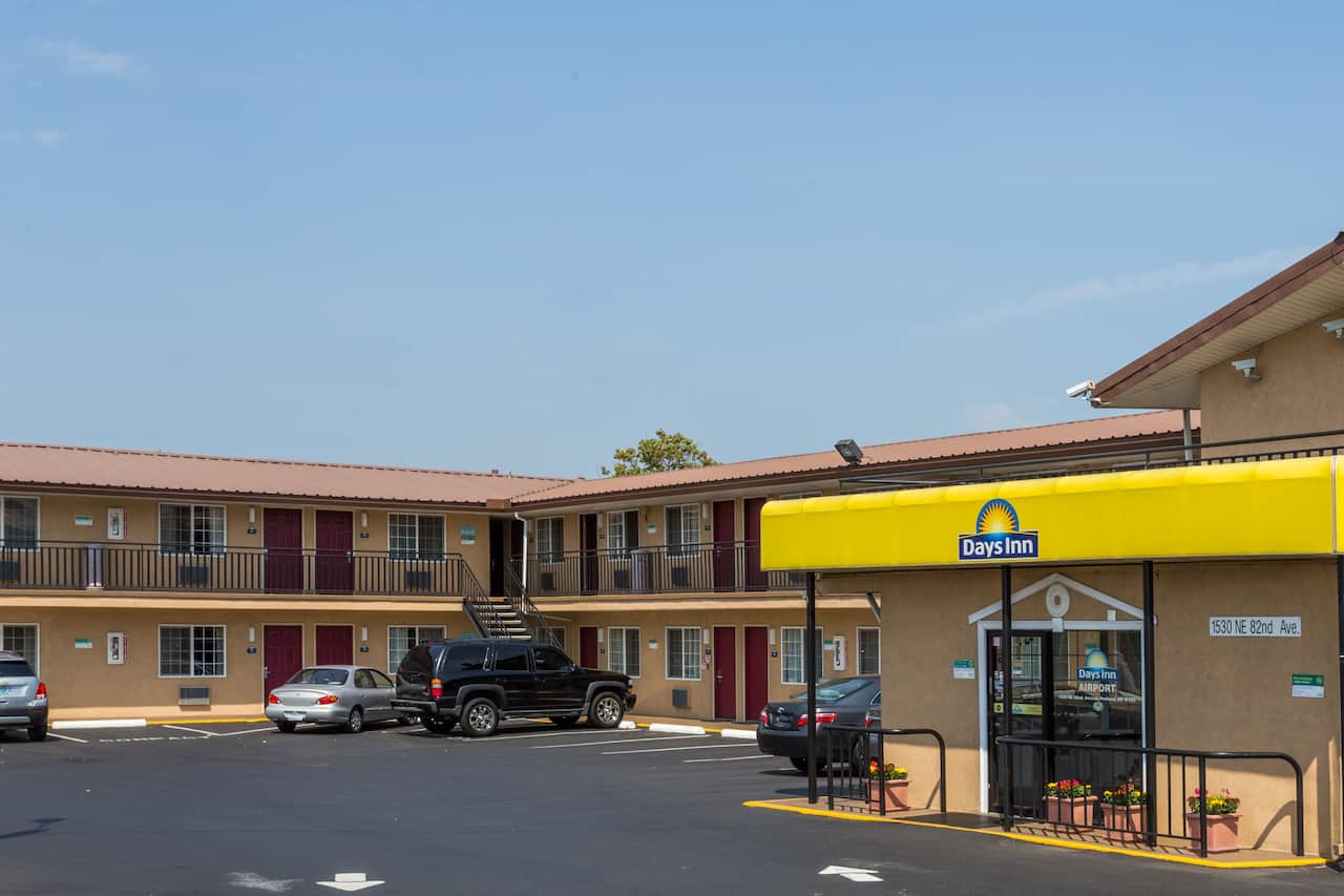 Days Inn Portland Central in Troutdale, Oregon
