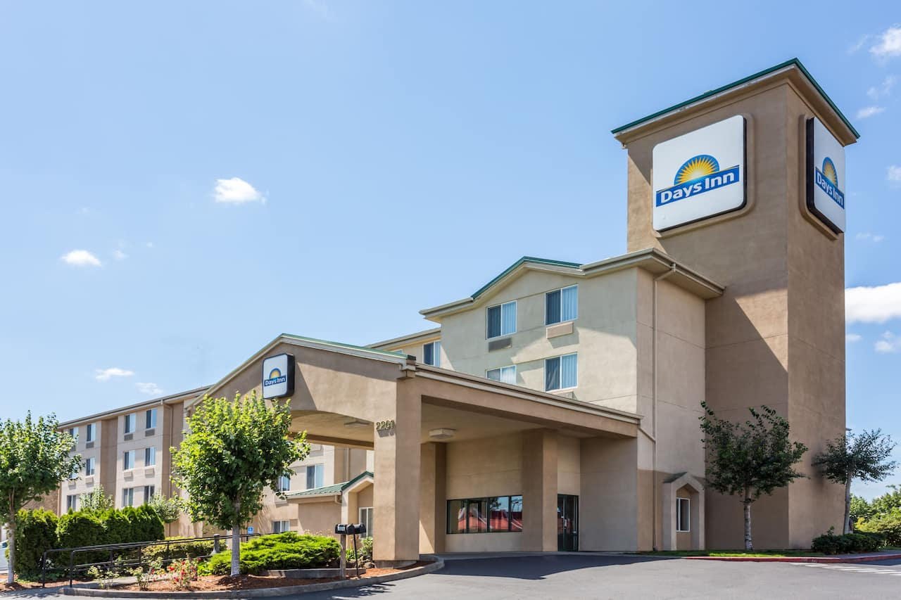 Days Inn Portland East in Troutdale, Oregon