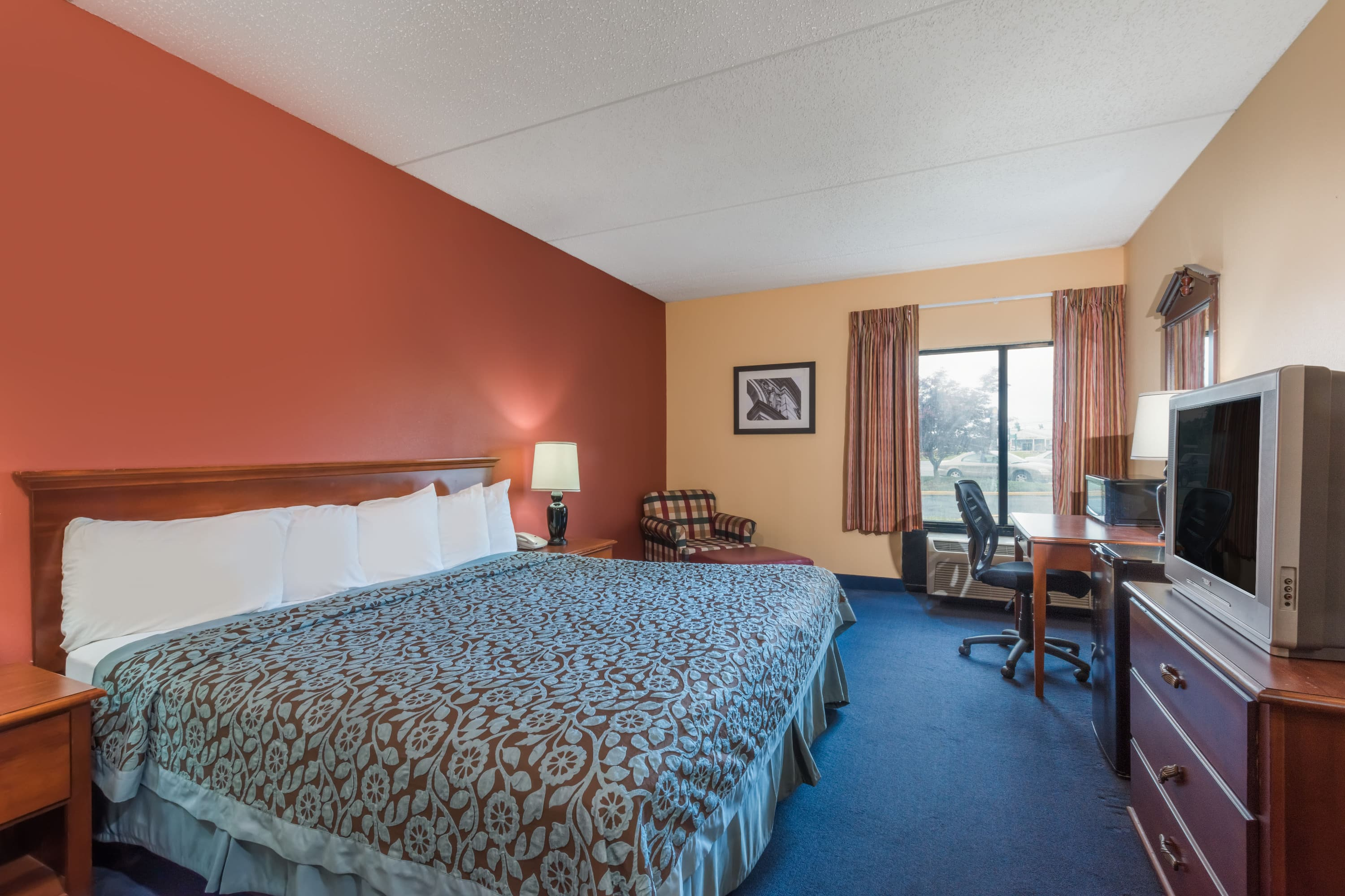 Guest room at the Days Inn Carlisle North in Carlisle, Pennsylvania