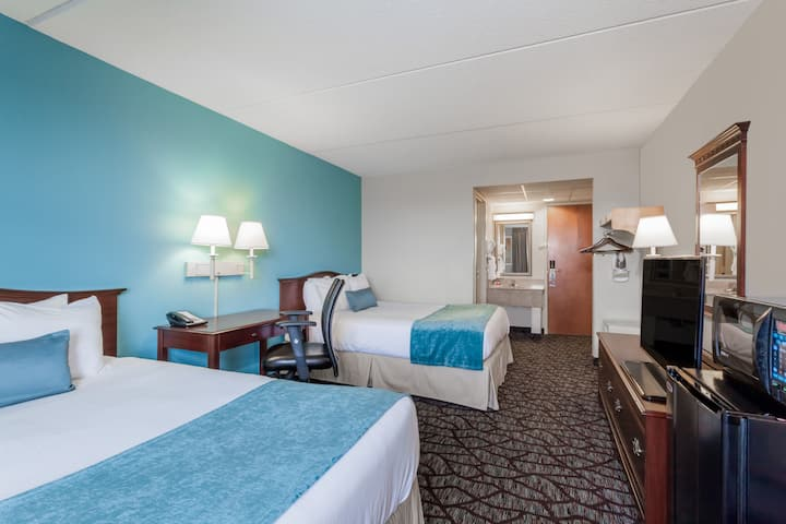 Guest room at the Days Inn Hershey in Hershey, Pennsylvania