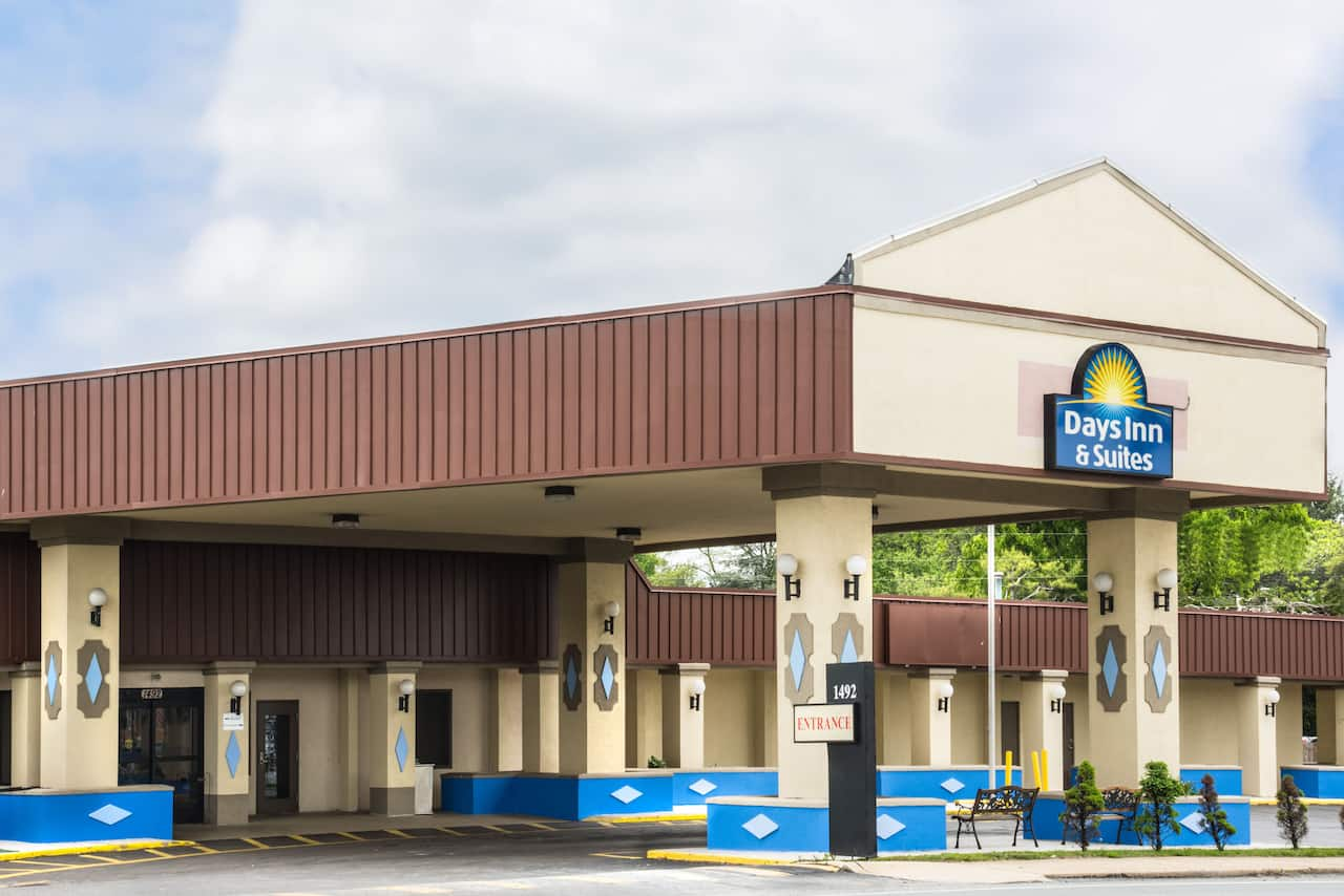 Days Inn & Suites Lancaster in  York,  Pennsylvania