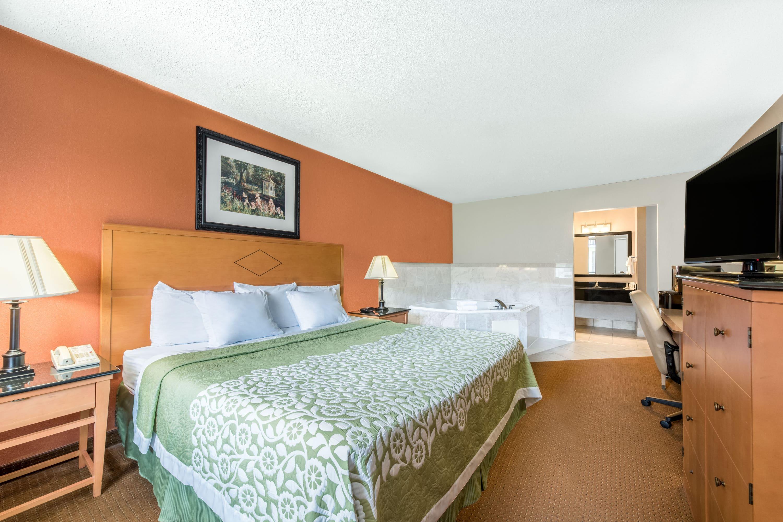 Days Inn & Suites Lancaster suite in Lancaster, Pennsylvania