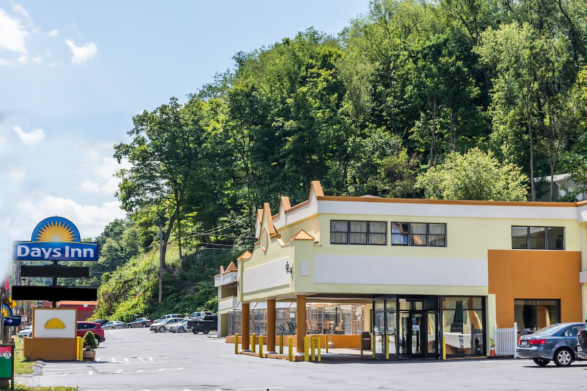 Days Inn by Wyndham Pittsburgh | Pittsburgh Hotels, PA 15216
